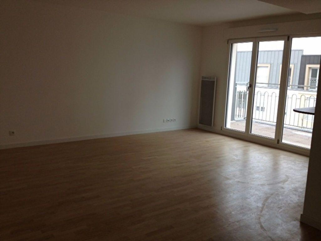 Appartement à louer 4 79m2 à Romainville vignette-1