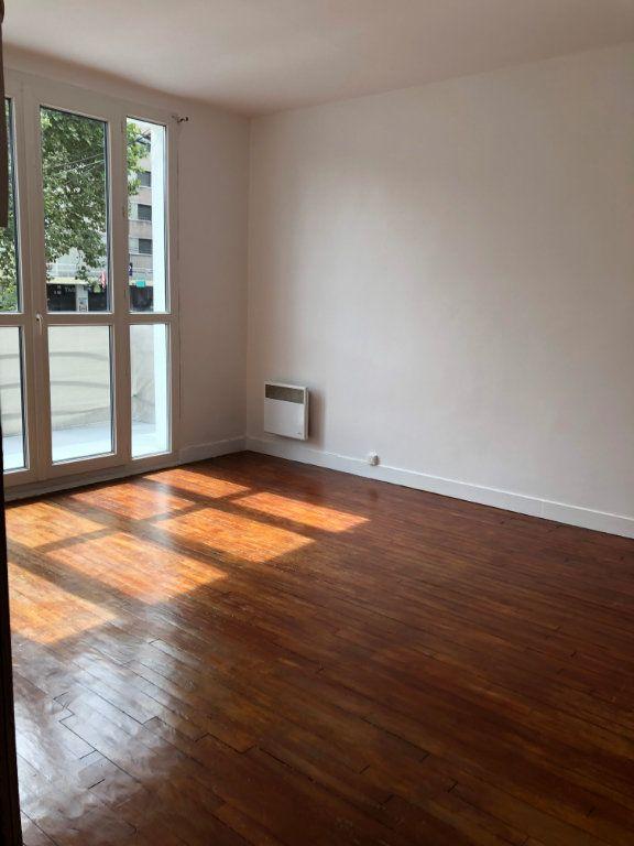 Appartement à louer 1 22m2 à Noisy-le-Sec vignette-1