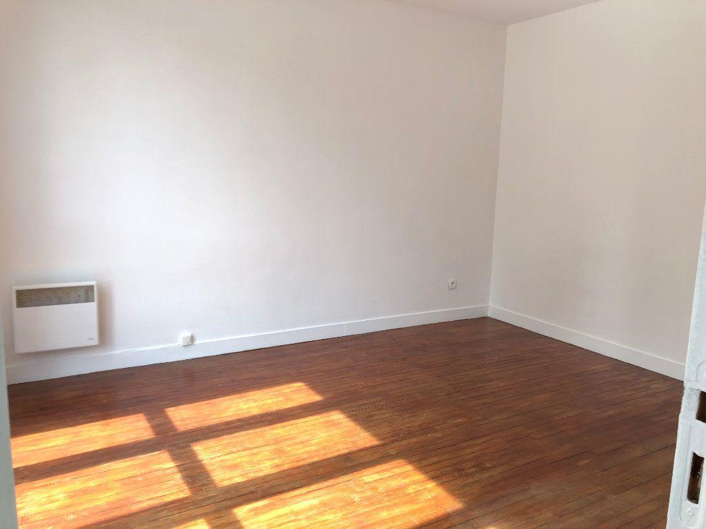 Appartement à louer 1 22m2 à Noisy-le-Sec vignette-3