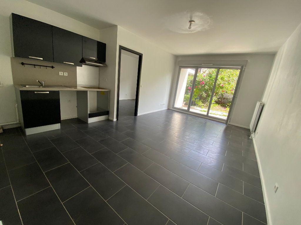 Appartement à louer 2 40m2 à Romainville vignette-4