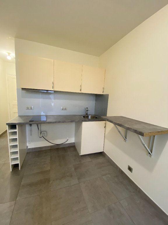 Appartement à louer 1 18m2 à Les Pavillons-sous-Bois vignette-1