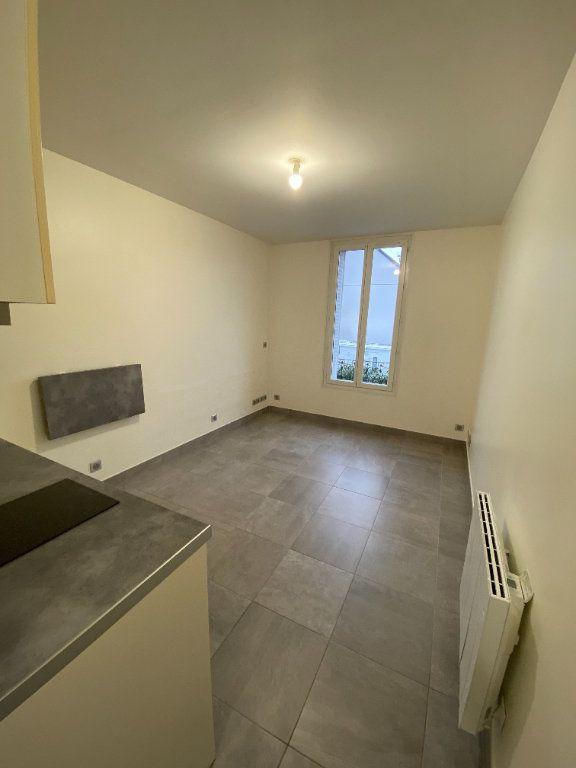 Appartement à louer 1 18m2 à Les Pavillons-sous-Bois vignette-4