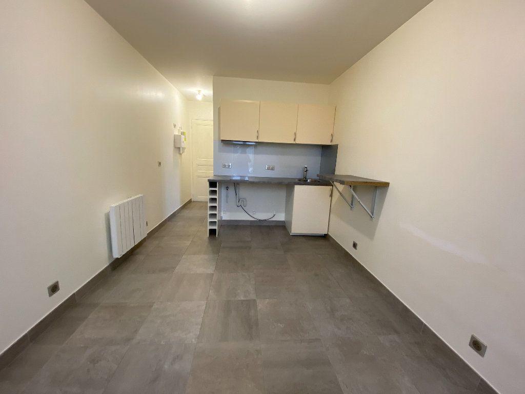 Appartement à louer 1 18m2 à Les Pavillons-sous-Bois vignette-5
