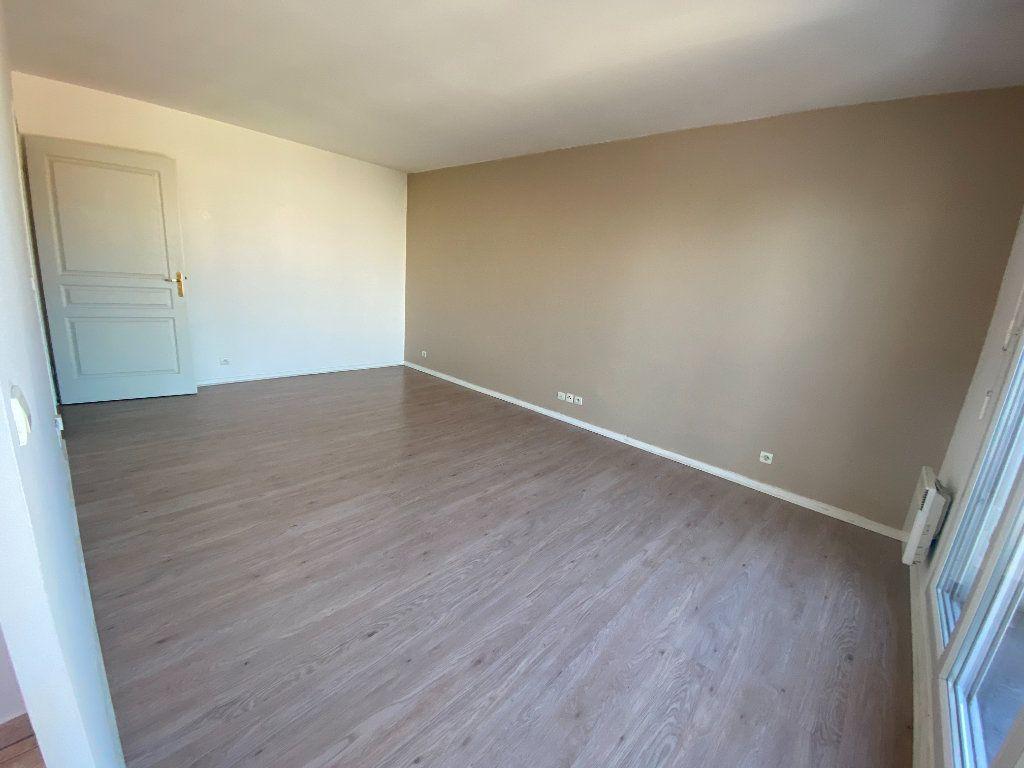 Appartement à louer 1 29m2 à Romainville vignette-1