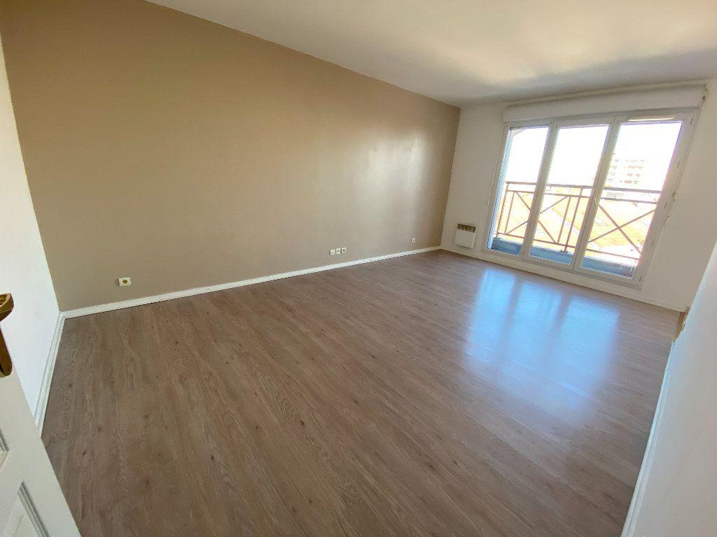 Appartement à louer 1 29m2 à Romainville vignette-3