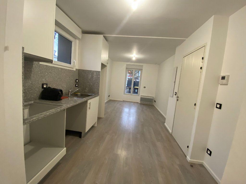 Appartement à louer 1 24m2 à Saint-Maur-des-Fossés vignette-1