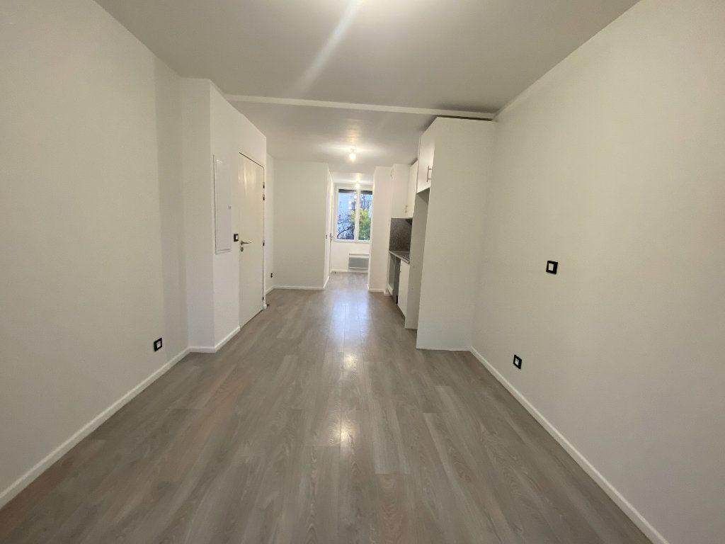 Appartement à louer 1 24m2 à Saint-Maur-des-Fossés vignette-3