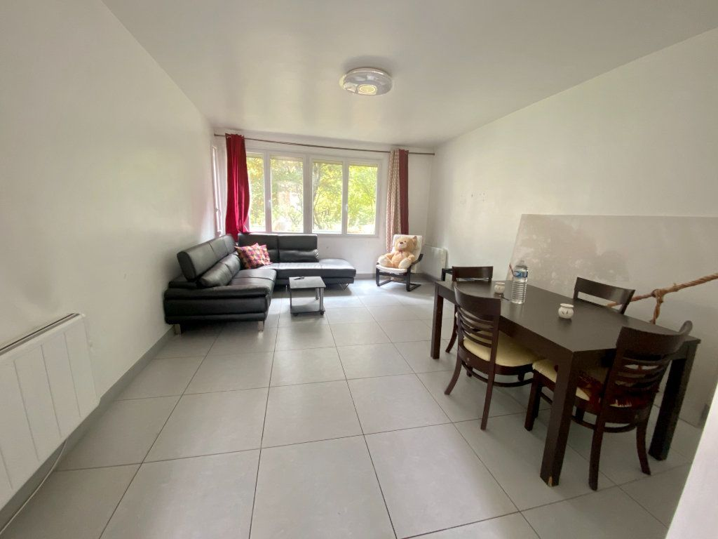 Appartement à louer 3 67m2 à Noisy-le-Sec vignette-1