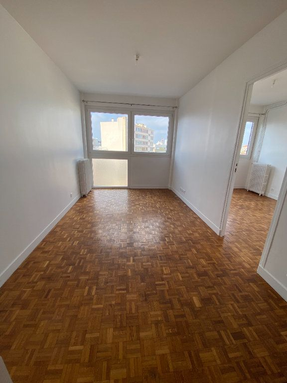 Appartement à louer 3 53m2 à Romainville vignette-1