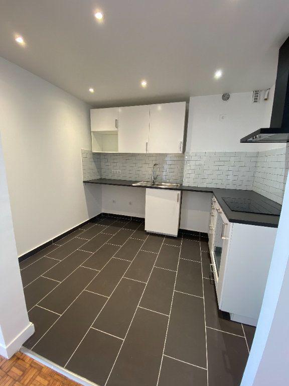 Appartement à louer 3 53m2 à Romainville vignette-3