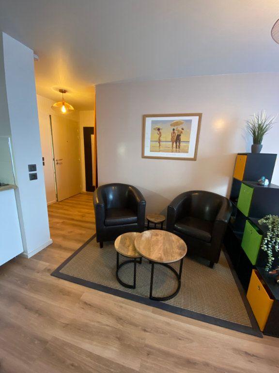 Appartement à louer 1 26.4m2 à Romainville vignette-1