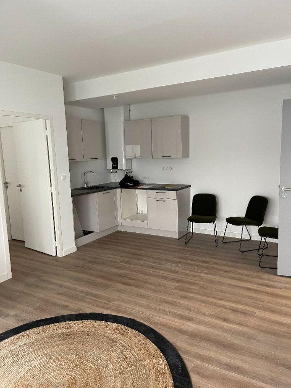 Appartement à louer 2 33m2 à Cannes vignette-3