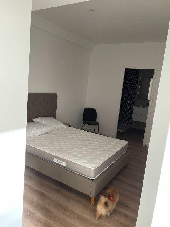 Appartement à louer 2 33m2 à Cannes vignette-6