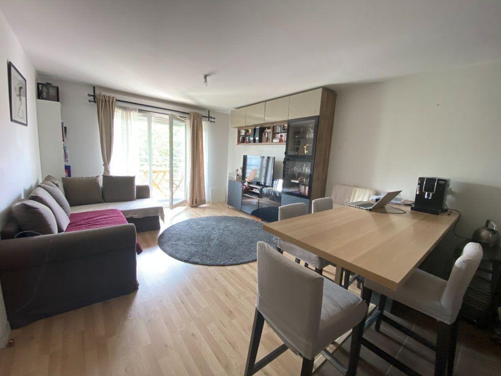 Appartement à louer 3 60m2 à Romainville vignette-1