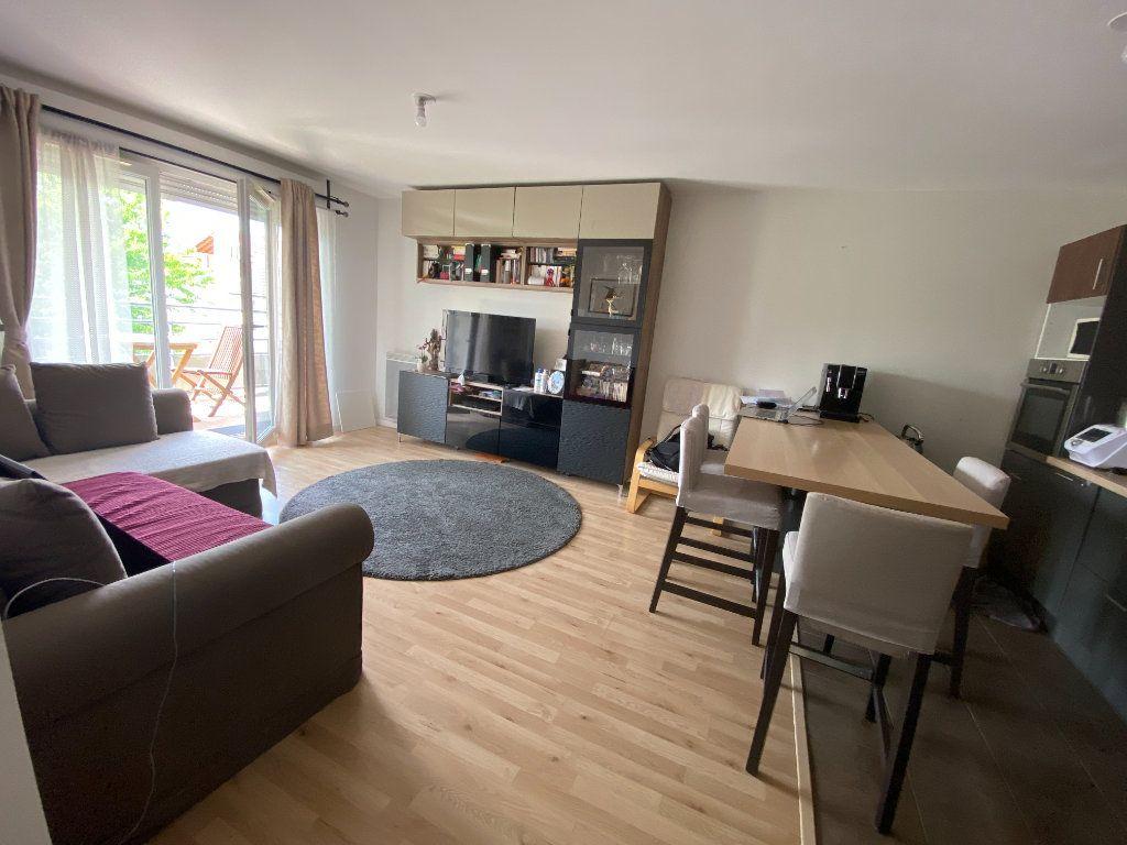Appartement à louer 3 60m2 à Romainville vignette-4