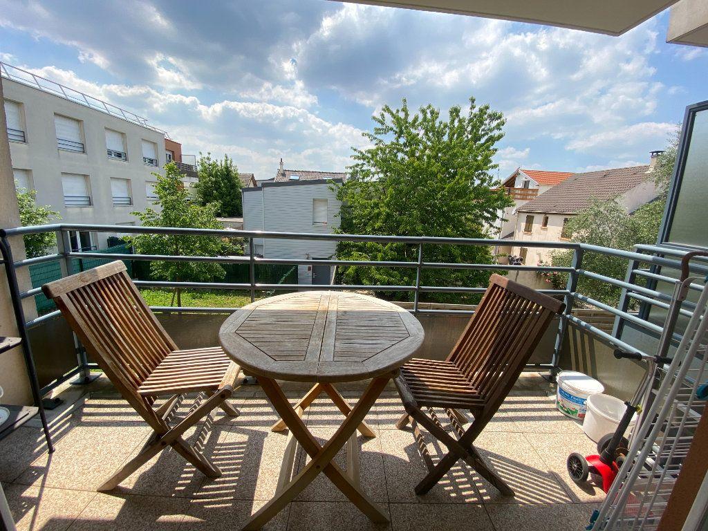 Appartement à louer 3 60m2 à Romainville vignette-5