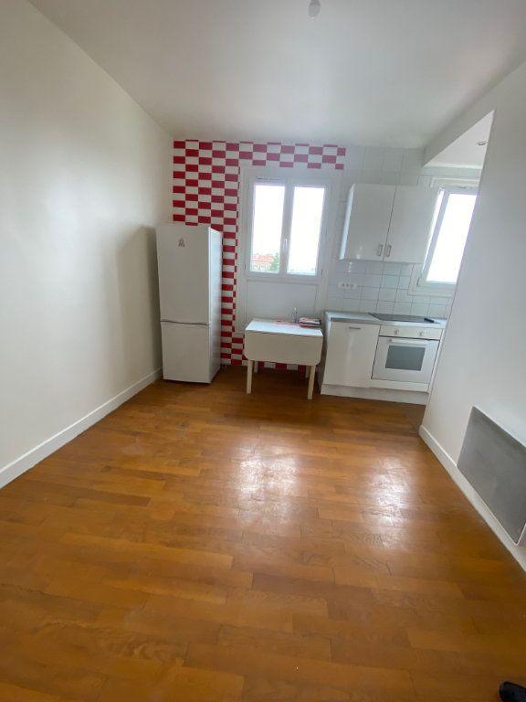 Appartement à louer 3 41m2 à Romainville vignette-4