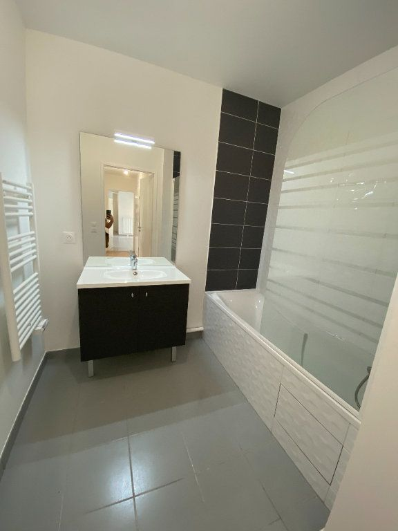 Appartement à louer 4 77m2 à Noisy-le-Sec vignette-10
