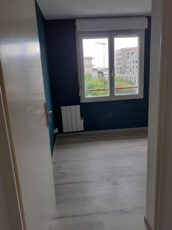 Appartement à louer 2 44.37m2 à Rosny-sous-Bois vignette-2