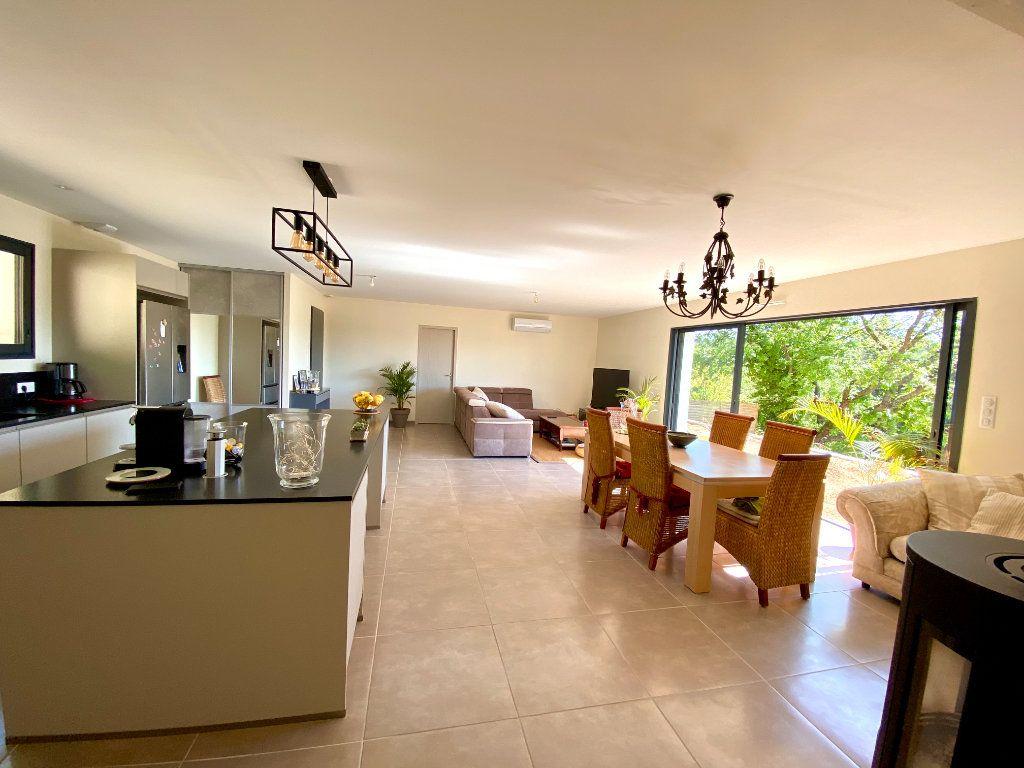 Maison à vendre 6 132.42m2 à Saint-Maximin-la-Sainte-Baume vignette-1