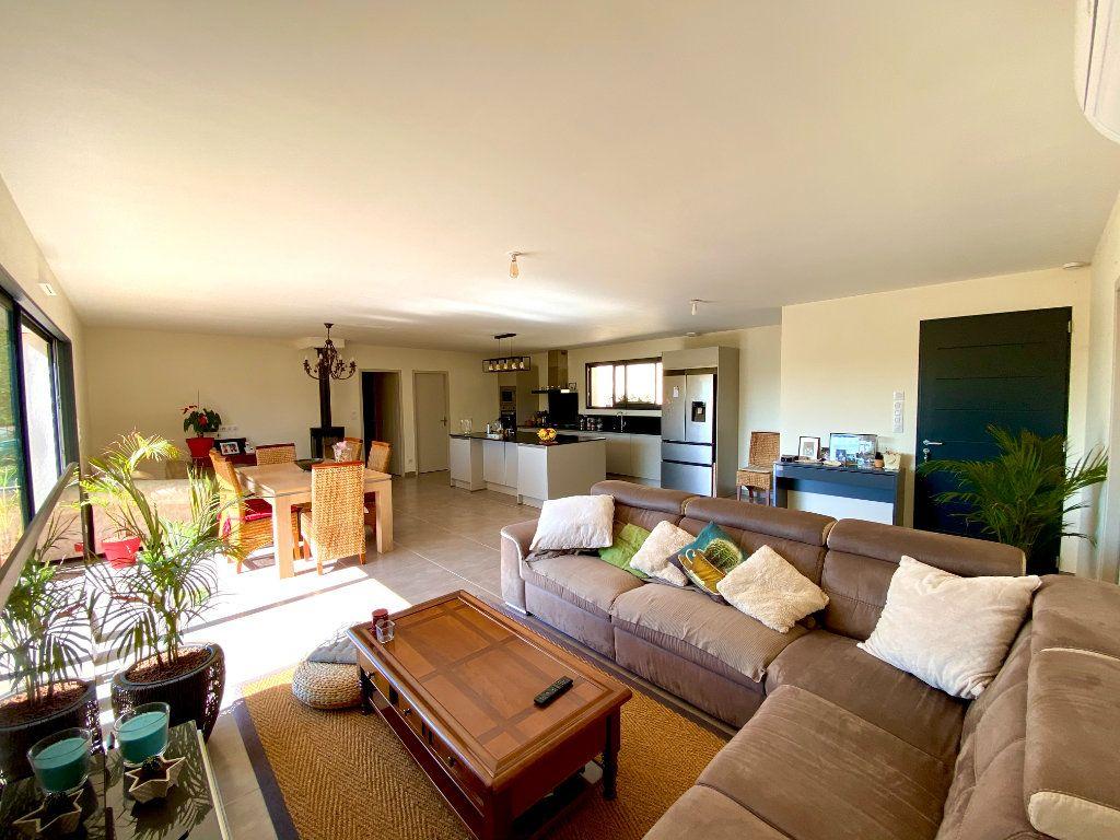 Maison à vendre 6 132.42m2 à Saint-Maximin-la-Sainte-Baume vignette-2