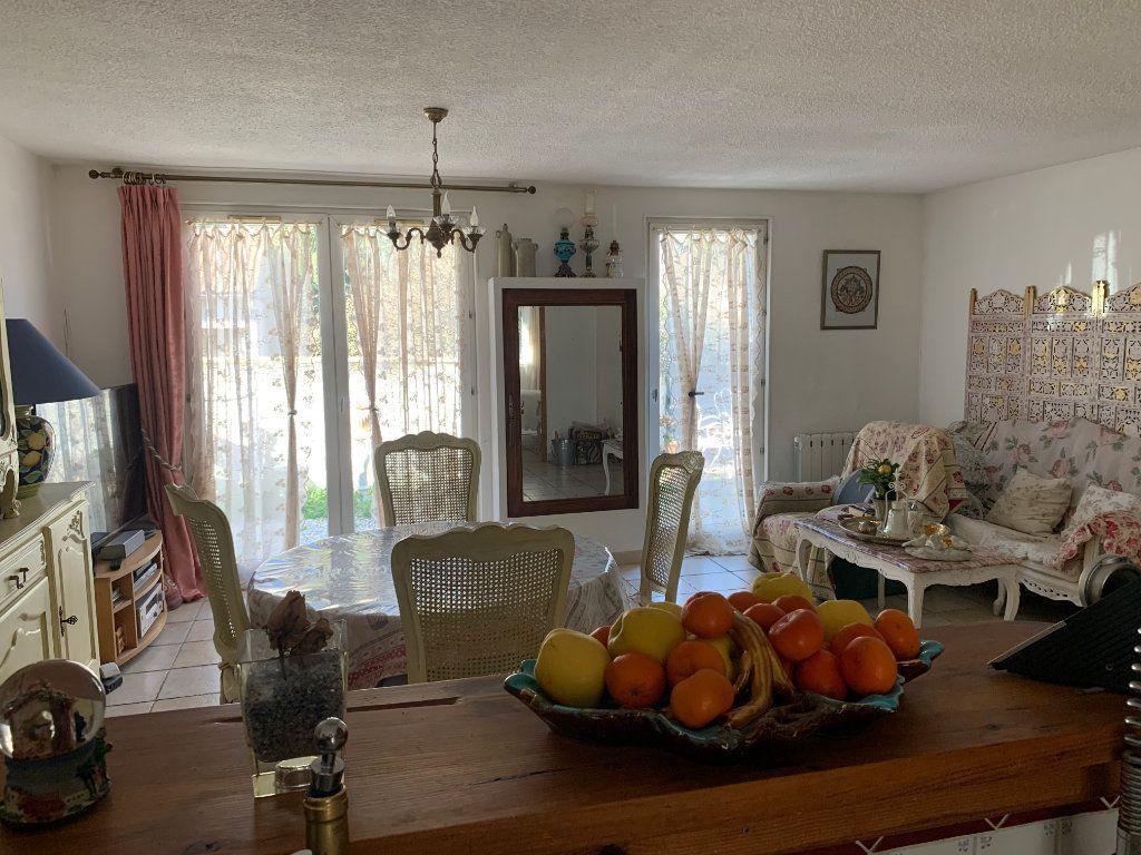 Maison à vendre 4 100m2 à Saint-Maximin-la-Sainte-Baume vignette-1
