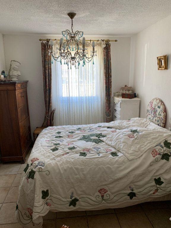 Maison à vendre 4 100m2 à Saint-Maximin-la-Sainte-Baume vignette-4