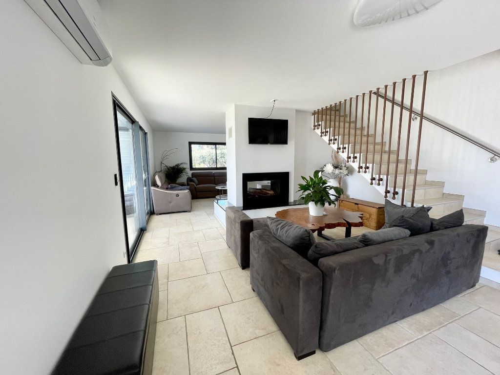 Maison à vendre 5 163m2 à Cotignac vignette-5