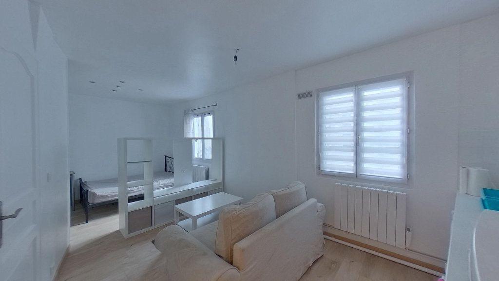 Appartement à louer 1 24m2 à Saint-Gratien vignette-1