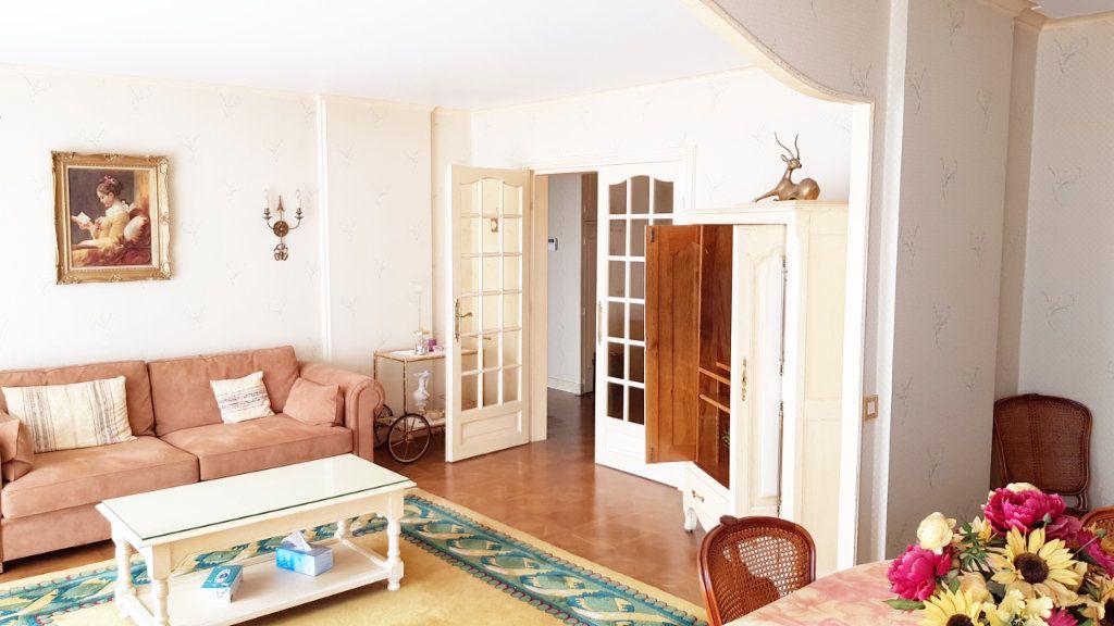 Appartement à vendre 5 102m2 à Saint-Gratien vignette-1