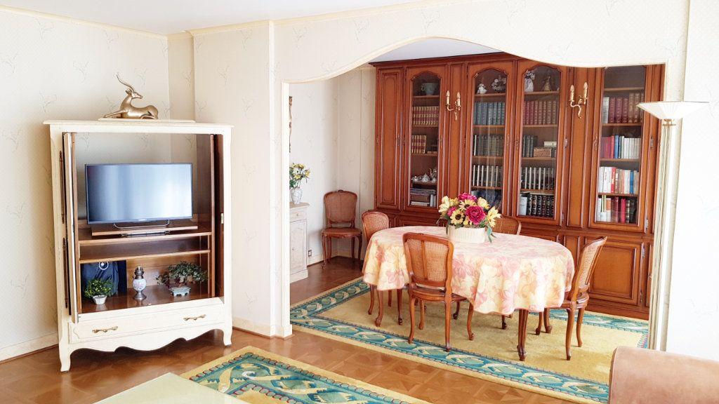 Appartement à vendre 5 102m2 à Saint-Gratien vignette-2