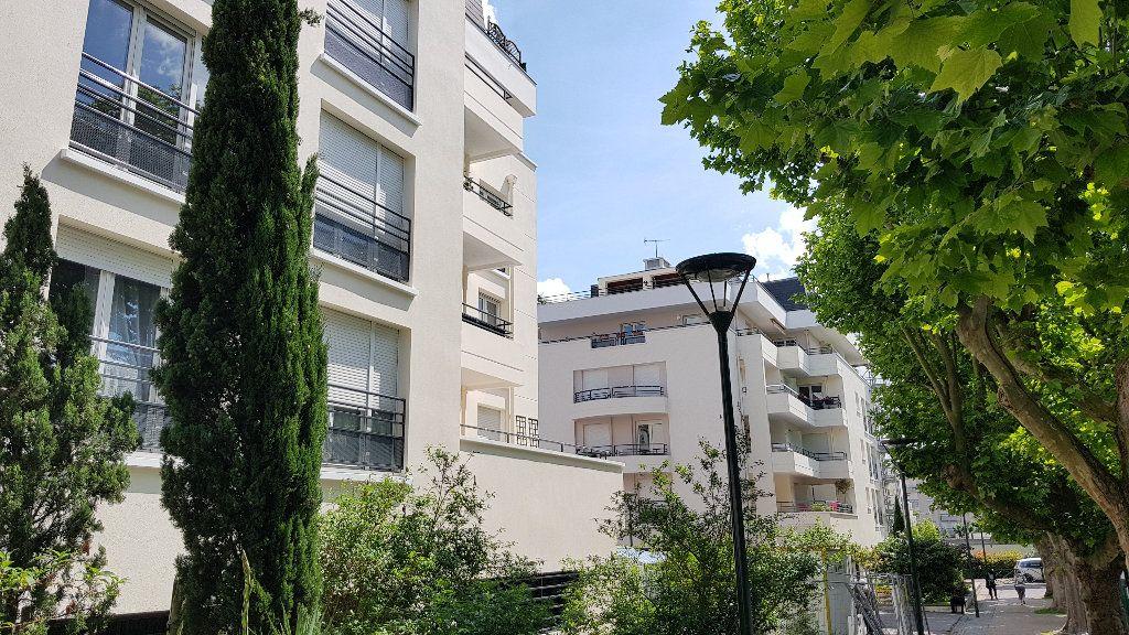 Appartement à vendre 3 64.3m2 à Saint-Gratien vignette-1