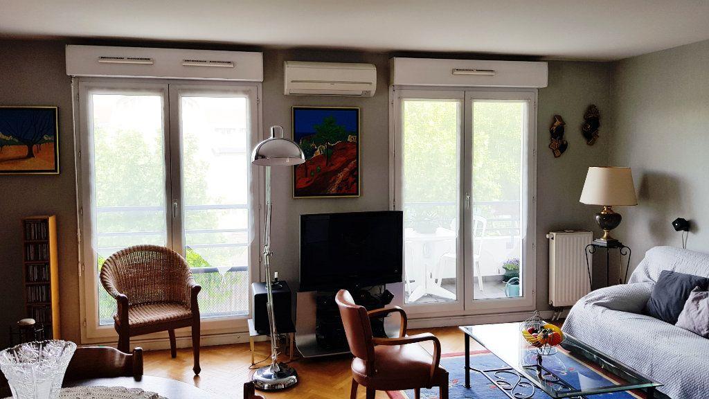 Appartement à vendre 3 64.3m2 à Saint-Gratien vignette-4