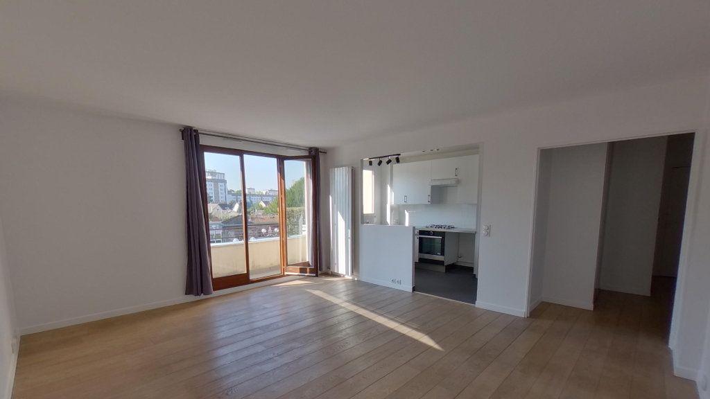 Appartement à louer 3 68.36m2 à Saint-Gratien vignette-1