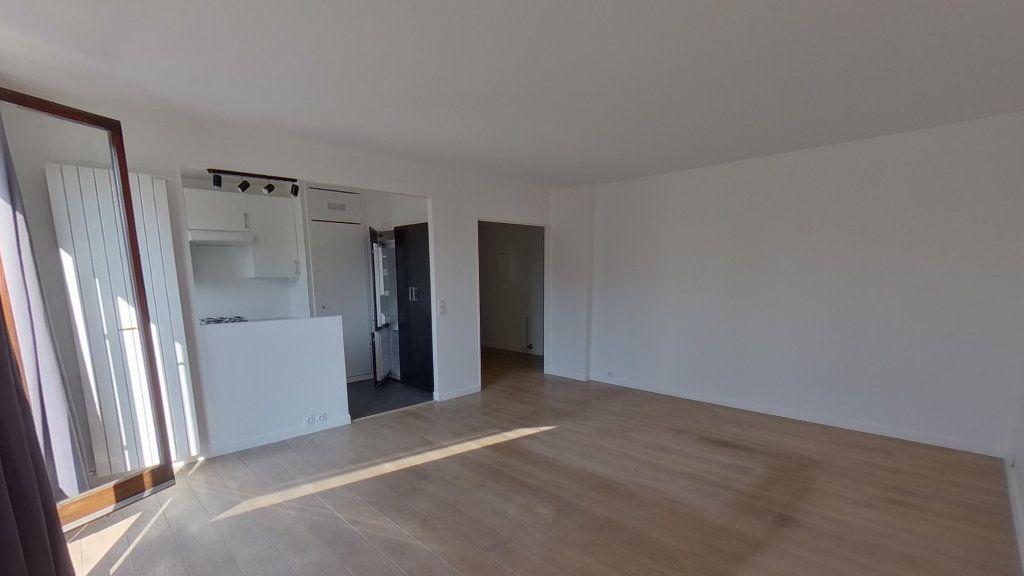 Appartement à louer 3 68.36m2 à Saint-Gratien vignette-2