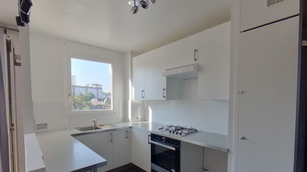 Appartement à louer 3 68.36m2 à Saint-Gratien vignette-4