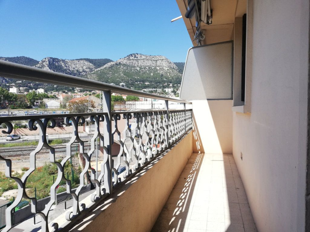 Appartement à louer 3 64m2 à Toulon vignette-1