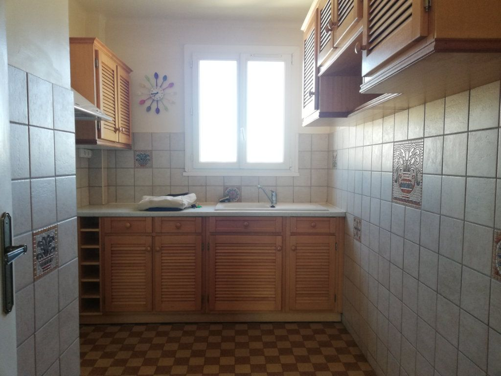 Appartement à louer 3 64m2 à Toulon vignette-3