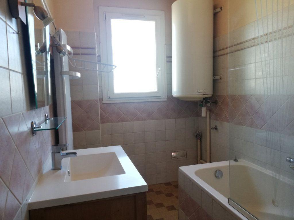 Appartement à louer 3 64m2 à Toulon vignette-4