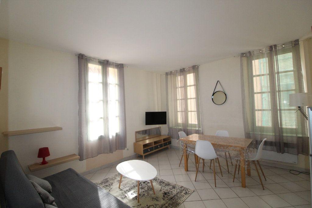 Appartement à louer 2 34.9m2 à Toulon vignette-2