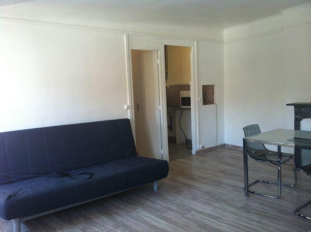 Appartement à louer 3 57m2 à Toulon vignette-2