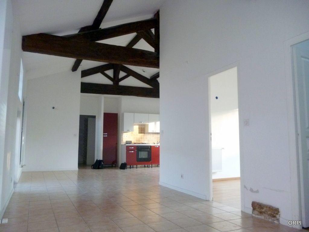 Appartement à louer 3 70.94m2 à Saint-Georges-de-Reneins vignette-1
