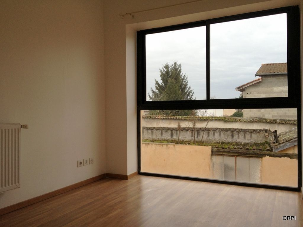 Appartement à louer 3 70.94m2 à Saint-Georges-de-Reneins vignette-2