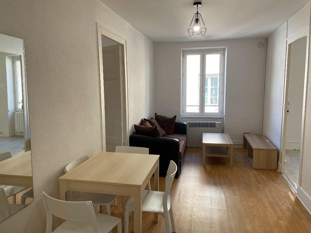 Appartement à louer 3 50m2 à Belleville vignette-1