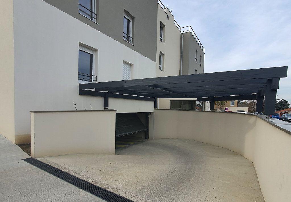 Stationnement à louer 0 13m2 à Albigny-sur-Saône vignette-1