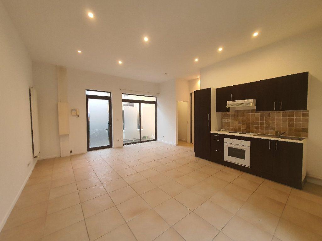 Appartement à louer 2 42.83m2 à Saint-Georges-de-Reneins vignette-1