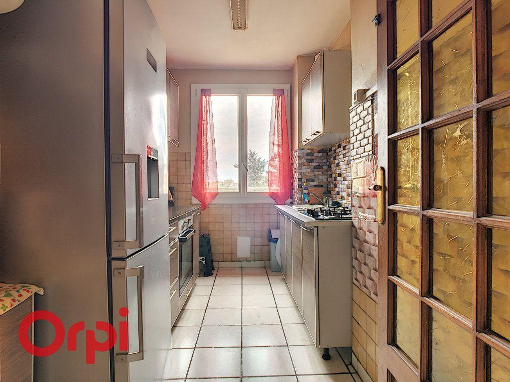 Appartement à vendre 4 63.54m2 à Villefranche-sur-Saône vignette-3