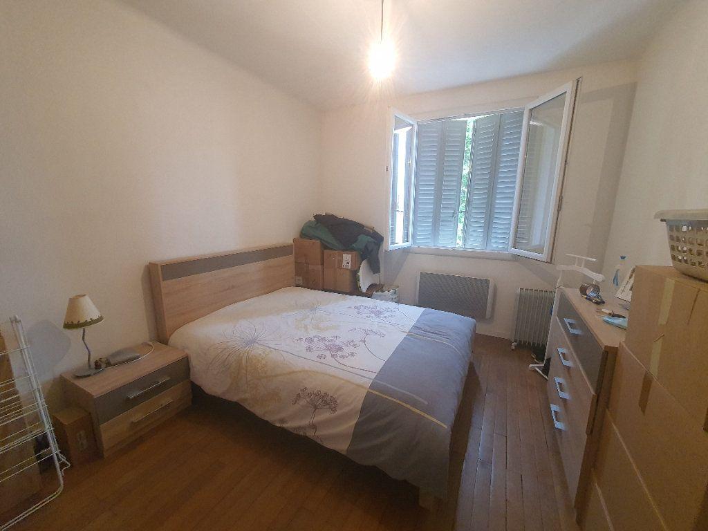 Appartement à louer 3 0m2 à Villefranche-sur-Saône vignette-1