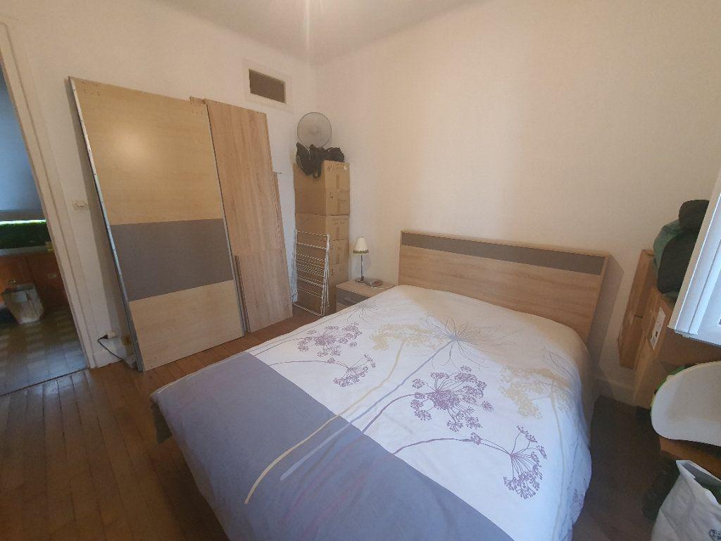 Appartement à louer 3 0m2 à Villefranche-sur-Saône vignette-2