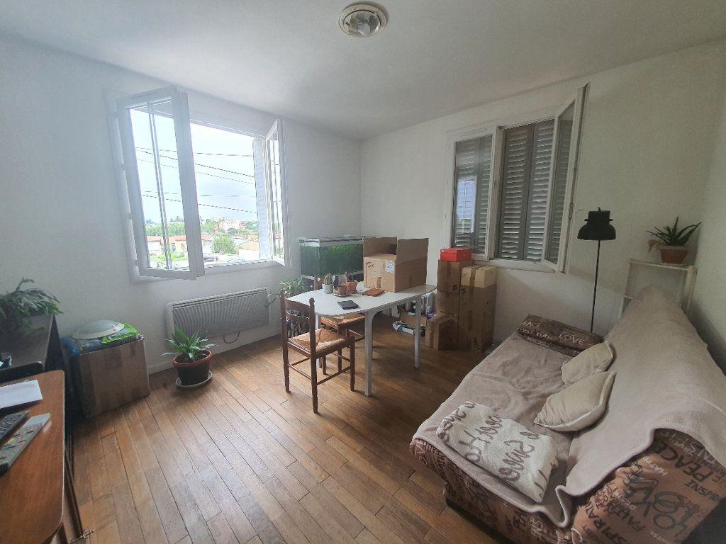 Appartement à louer 3 0m2 à Villefranche-sur-Saône vignette-3